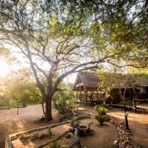 8-avoca-bush-camp-walkway-outside